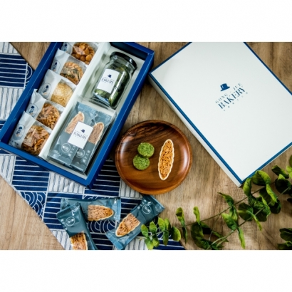 3D禮盒(綜合豆塔4+千層鳳梨酥1+玻璃罐裝餅乾1+甜杏摩拉卡4)$300元
